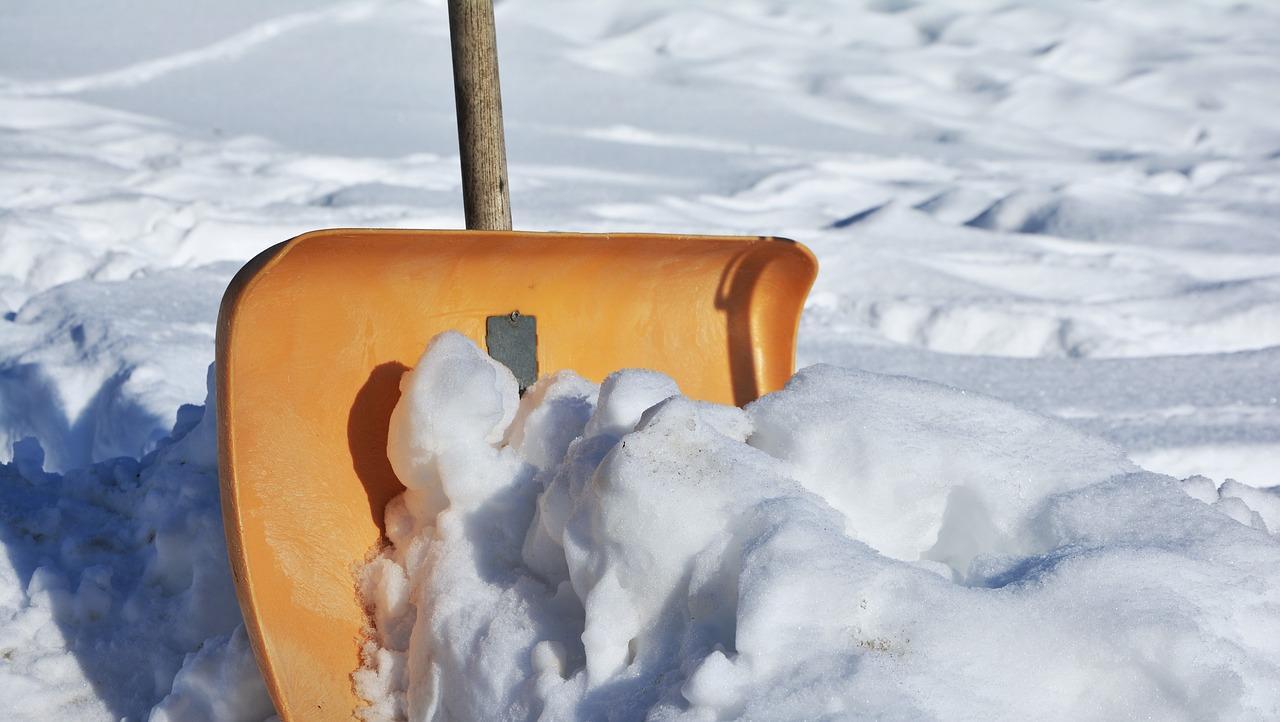 driveway snow shovel