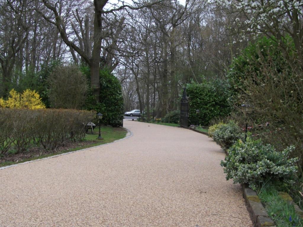 resin-bound-driveways-surrey-7-1024x768.jpg
